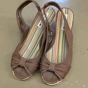 American eagle wedge canvas sandals